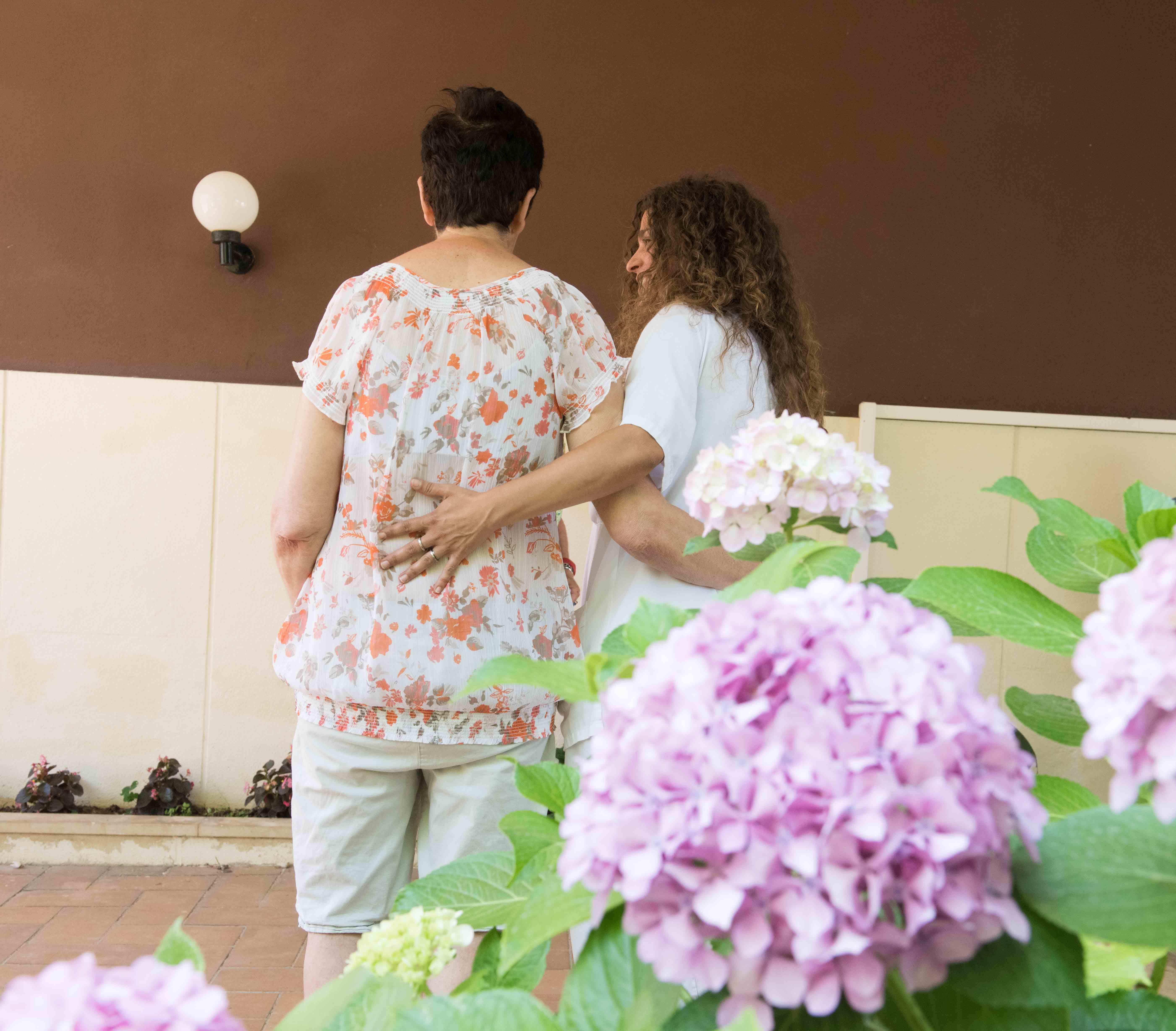 Hospitalitat principal valor que mou les nostres accions. Pacient i cuidadora flors