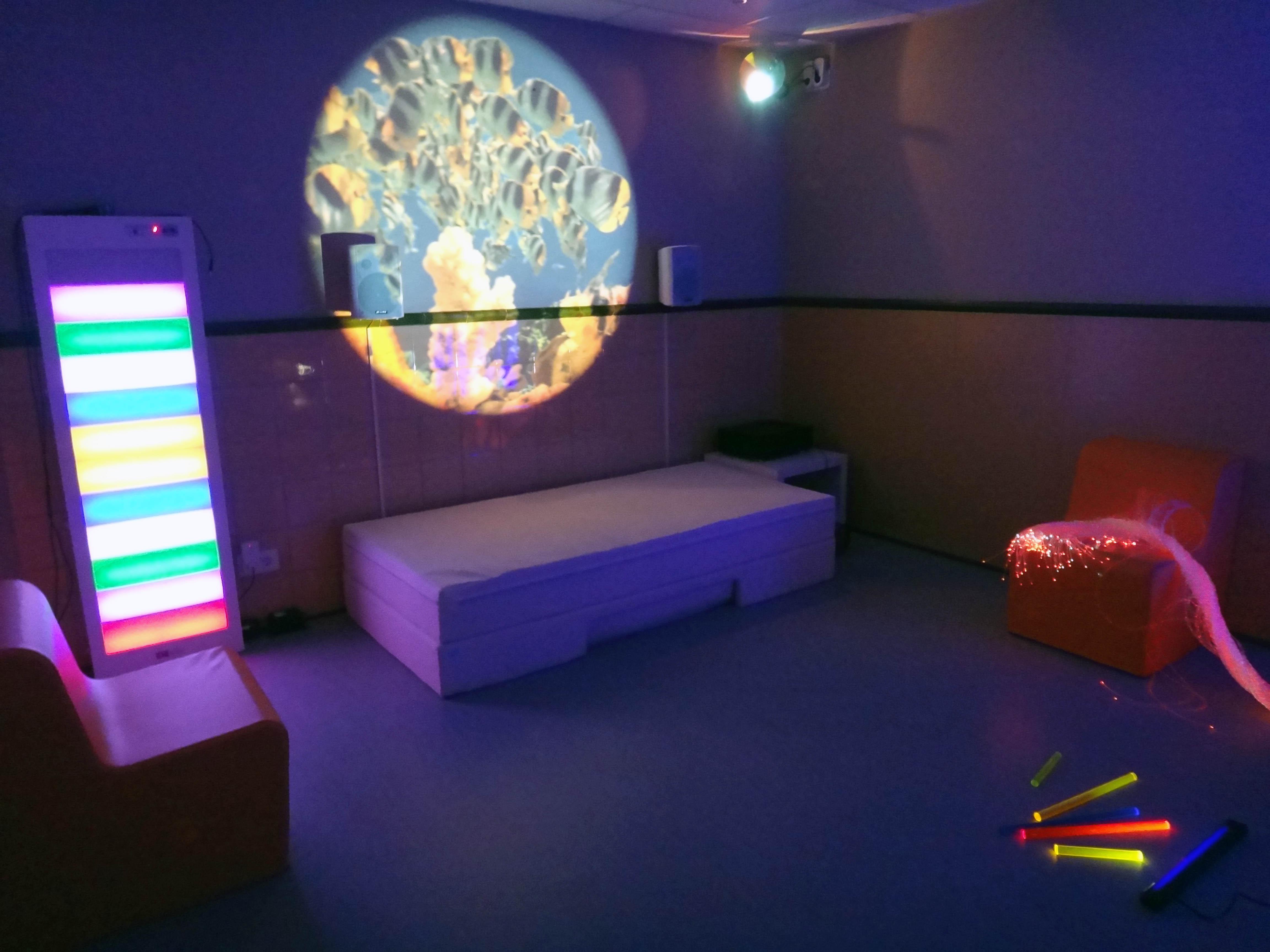 Instal·lacions sala d'estimulació multisensorial Centre Psicopedagògic Mare de Déu de Montserrat
